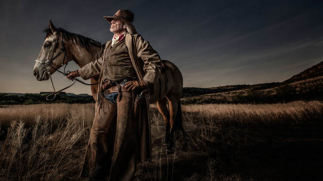 strobe light photography in the field with joel grimes